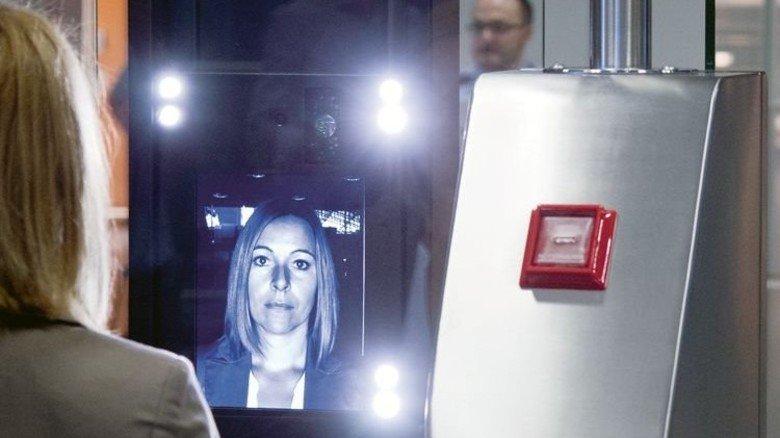 Gesichtserkennung: Sie funktioniert am besten bei viel Licht. Foto: dpa
