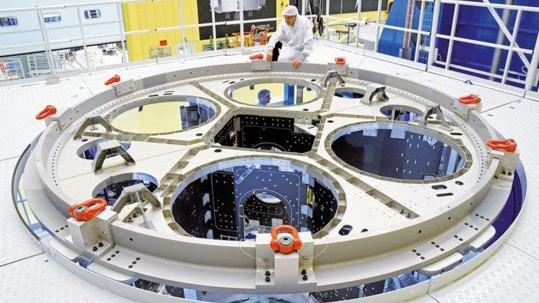 Rohbau: In den mittleren Schacht kommen Heliumtanks, darum herum Tanks für Wasser, Gas und Treibstoff. Der Durchmesser beträgt 4,1 Meter. Foto: dpa
