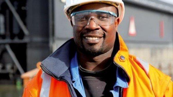 Geschafft: Joel Odhiambo machte per Fernstudium den Industriemeister. Foto: GuS