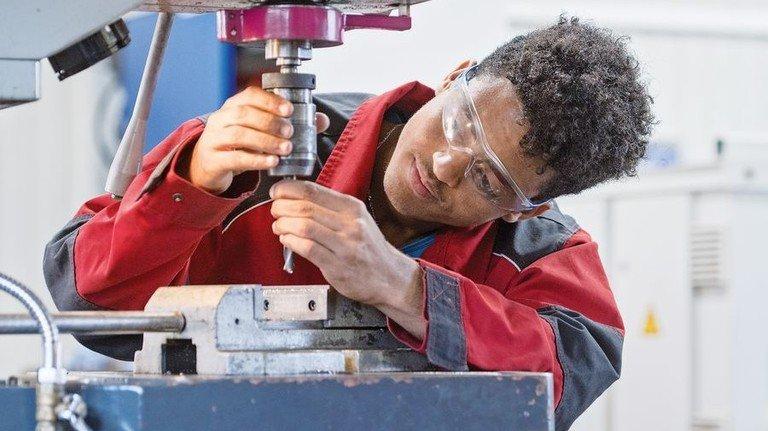 Über 90.000 Geflüchtete in Bayern haben schon einen Job oder einen Ausbildungsplatz. Foto: Weigel