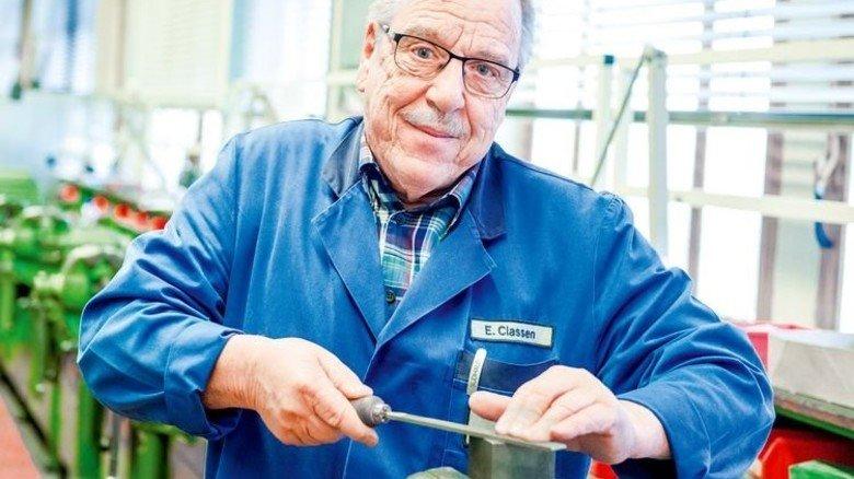"""""""Früher haben wir gefeilt, bis wir Blasen an den Händen hatten"""", erinnert sich  Elmar Claßen. Foto: Roth"""