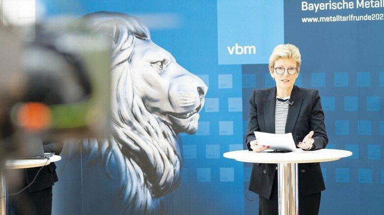 Wie die Arbeitgeber den Abschluss der Tarifverhandlungen einschätzen, erklärt Angelique Renkhoff-Mücke, Verhandlungsführerin des bayerischen Metall- und Elektroarbeitgeberverbands vbm.