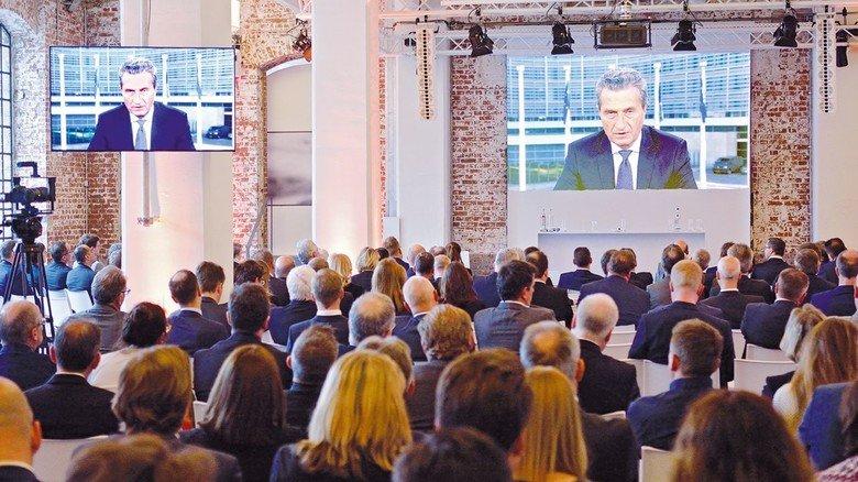 Videobotschaft: EU-Kommissar Günther H. Oettinger spricht zu den Gästen des Hessenforums 2019 in Frankfurt.