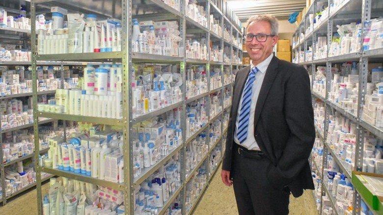 Sammeln: Im Lager der Qualitätssicherung stehen Muster aller weltweit angebotenen Sebapharma-Produkte. Foto: Sandro