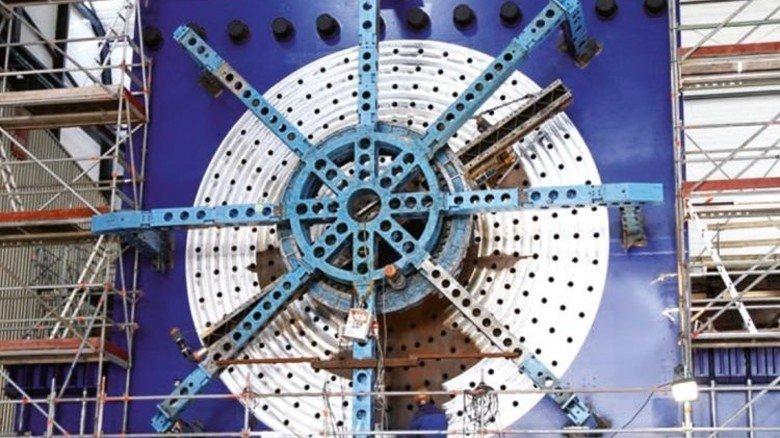 Im Einsatz: Das riesige Planrad wird für die Wartung großer Anlagen benötigt. Foto: Werk