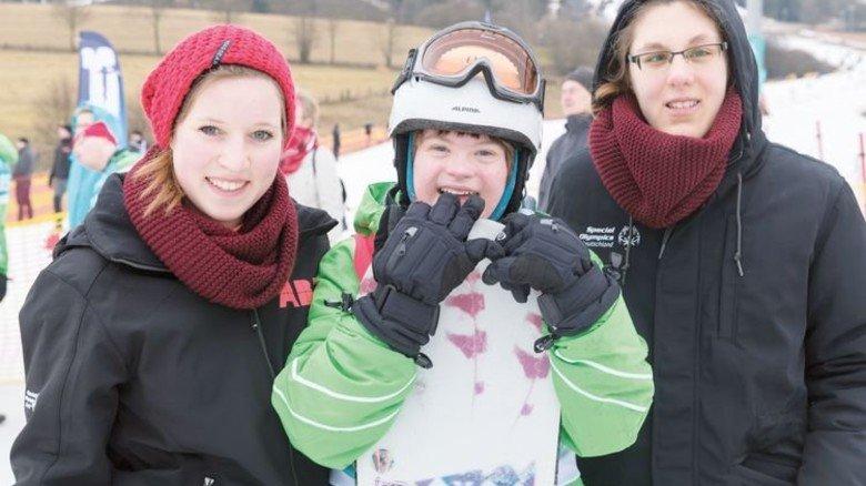 Teamgeist: Sabrina Claus (links) mit Lisa Kranke (rechts) und Special-Olympics-Teilnehmerin Stefanie Wiegel. Foto: Werk