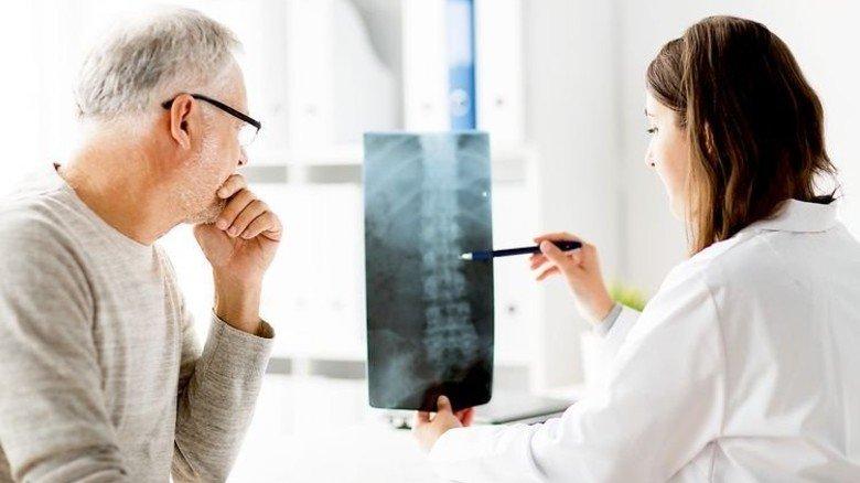 Rückenprobleme: Wie geht es mit eingeschränkter Bewegung weiter? Foto: Fotolia