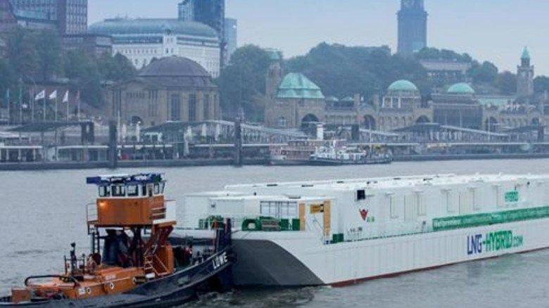 """Saubere Luft: Die Hamburger """"Power Barge"""" arbeitet mit Technik von Kuhse. Foto: Werk"""