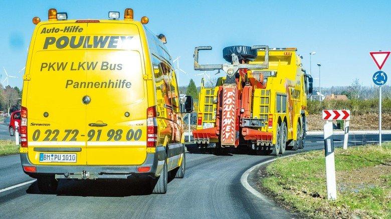 """Ab zum nächsten Einsatz: Um Pannen- oder Unfallorte besser sichern zu können, rücken die Gelben Engel von """"Auto-Hilfe Poulwey"""" mit zwei Fahrzeugen aus."""