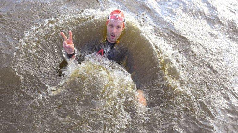 """""""Beim Schwimmen wurde ich von einem Konkurrenten unter Wasser gezogen, da musste ich echt strampeln."""" Hendrik Ohagen (38), bei Philips Prozess-Ingenieur im Bereich Medical Systems. Foto: Augustin"""