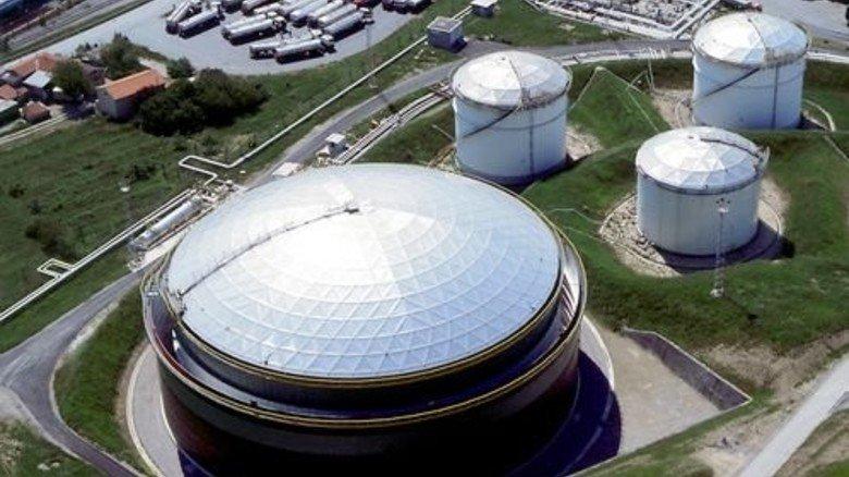 Glänzend: Aufsicht auf die Dächer der Tanks. Foto: Werk