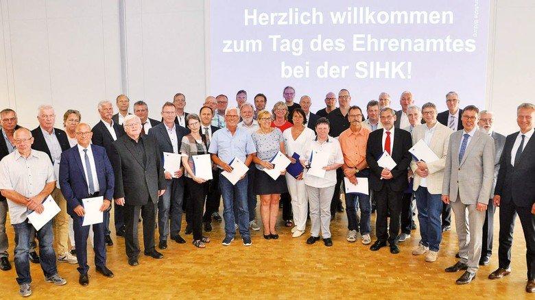 Für 25 Jahre: 62 Prüfer erhielten im vergangenen Jahr die Friedrich-Harkort-Medaille, unter ihnen  die ABG-Ausbilder Werner Beckmann und Wolfgang Westerhoff.