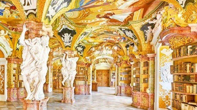Prächtig: Barocke Bibliothek im Kloster Metten. Foto: Kloster Metten