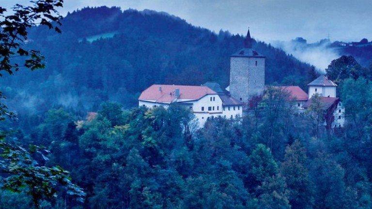 Spuk-Phänomene: Schloss Fürsteneck in Niederbayern. Fotos: Moné