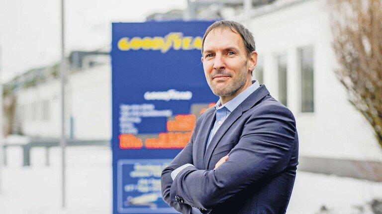 Stolz auf den Standort: Werkleiter Julien Frezard baut auf die langjährige Treue der Mitarbeiter als Erfolgsfaktor für die Reifenfertigung.