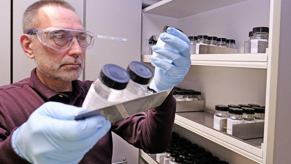 Gerhard Oswald verwendet 50 bis 120 Rohstoffe für ein Parfüm.
