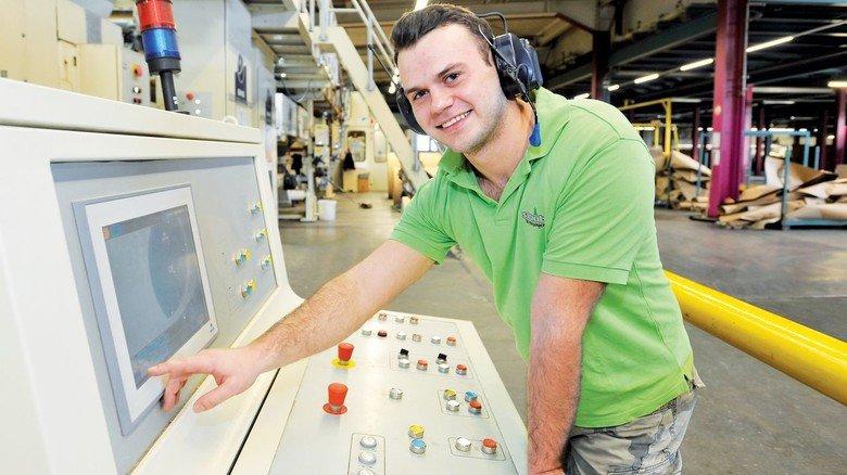 Blick in die Produktion: Bei Straub Verpackungen wird rund um die Uhr Wellpappe hergestellt, für alle möglichen Kunden und Zwecke.