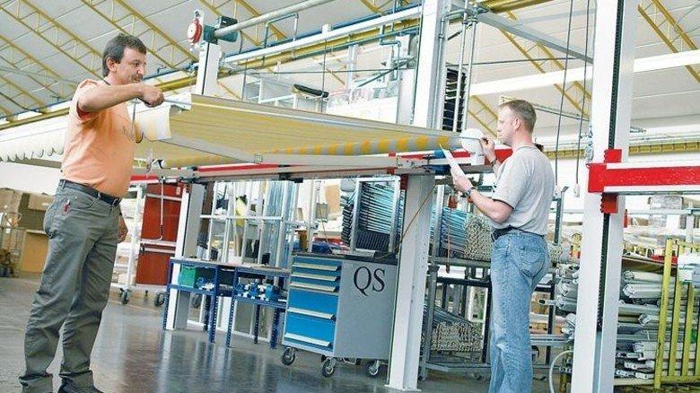 Montage: Jede Markise fertigt Warema individuell für den Kunden an. Foto: Werk