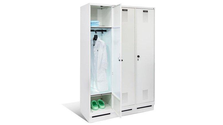 Innovativer Spind: In der Praxis leuchtet das UV-Licht nur, wenn die Tür geschlossen ist.