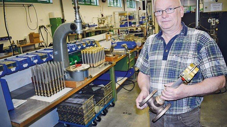 Alter Hase: Hans-Jörn Stein arbeitet seit 20 Jahren beim Ventil-Spezialisten Herose in Bad Oldesloe. Foto: Herose