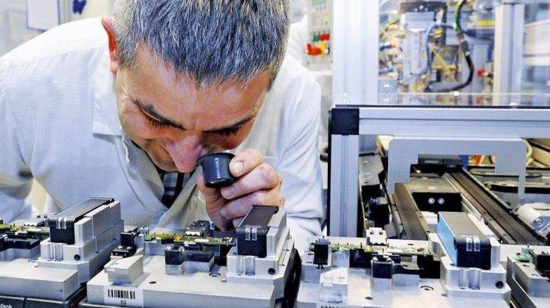 Qualitätskontrolle: Die Montage der Bauteile wird akribisch überwacht. Foto: Sigwart