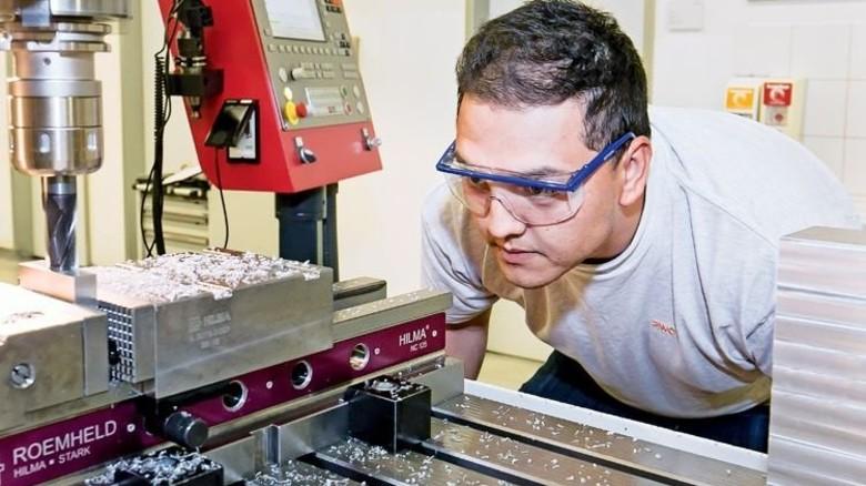 Maschinen und Metall: Dafür schlägt das Herz von Cemal Babacan. Foto: Mierendorf