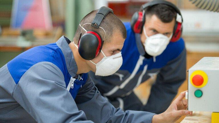Gut vertreten: Wenn es um die Arbeitnehmer geht, entscheidet der Betriebsrat bei vielen Belangen mit, etwa beim Gesundheitsschutz.