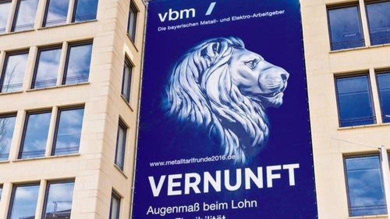 Plakativ: Haus der Bayerischen Wirtschaft in München. Foto: Schulz