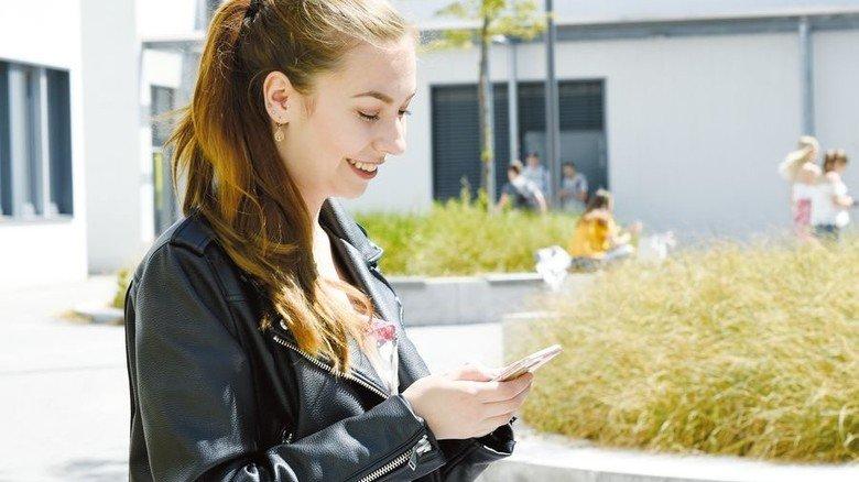 """Online erreichbar: Bürger berichtet als """"Go Textile""""-Botschafterin auch über ihre Ausbildung in der Branche. Foto: Wirtz"""