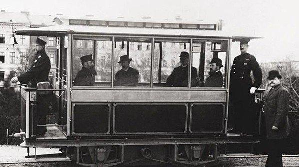Revolutionierte den städtischen Nahverkehr: 1881 ging die erste Straßenbahn in Betrieb. Foto: Siemens