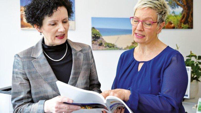 Teamwork: Assistentin Petra Köppel ist die rechte Hand der Chefin. Foto: Sigwart