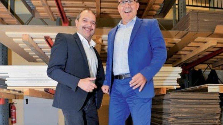 Stark: Das dünne Brett trägt Gerhard Datismann (links) und Dirk Franz locker. Foto: Sigwart