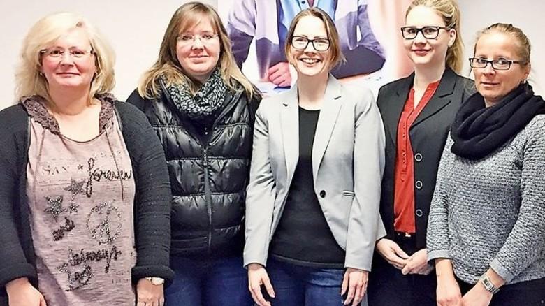 Teamarbeit: Julia Hinterthan (Mitte) und ihre Mitarbeiterinnen von Start in Hagen. Foto: Moll