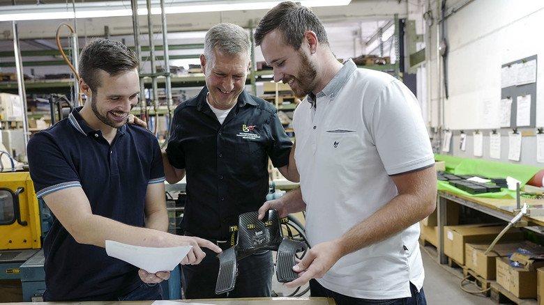 Fachleute unter sich: Matthias Ziegler, Achim Wamser, Abteilungsleiter der Beruflichen Schulen Gelnhausen (BSG) und Marcel Limpert im Gespräch (von links).