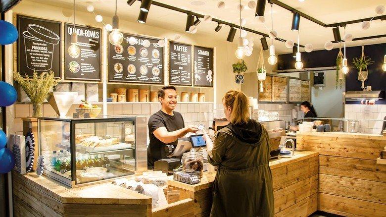 """Porridge to go: In Shops wie dem """"Haferkater"""" wird die Spezialität frisch gekocht."""