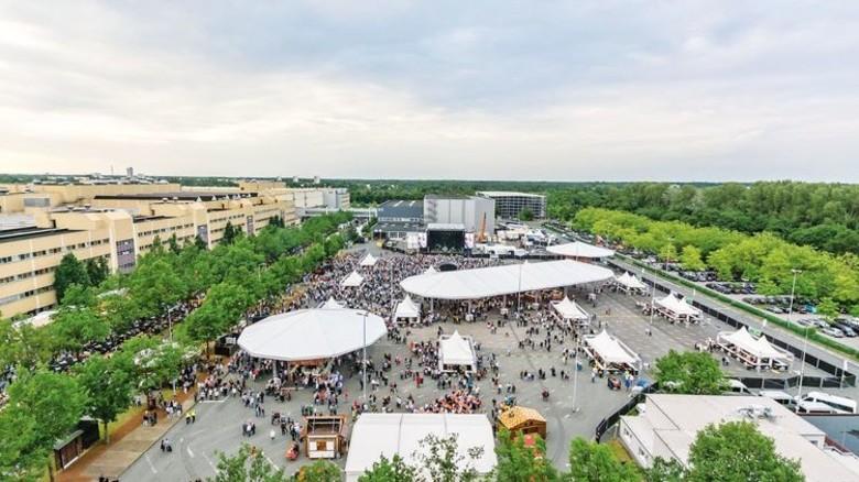 Gut besucht: Zum Sommerfest auf dem Werkgelände kamen mehrere Tausend Gäste. Foto: Werk