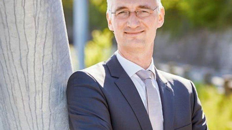 """""""Wir wollen talentierte junge Leute gewinnen.""""  Peter Dettelmann, Standortleiter. Foto: Evonik"""