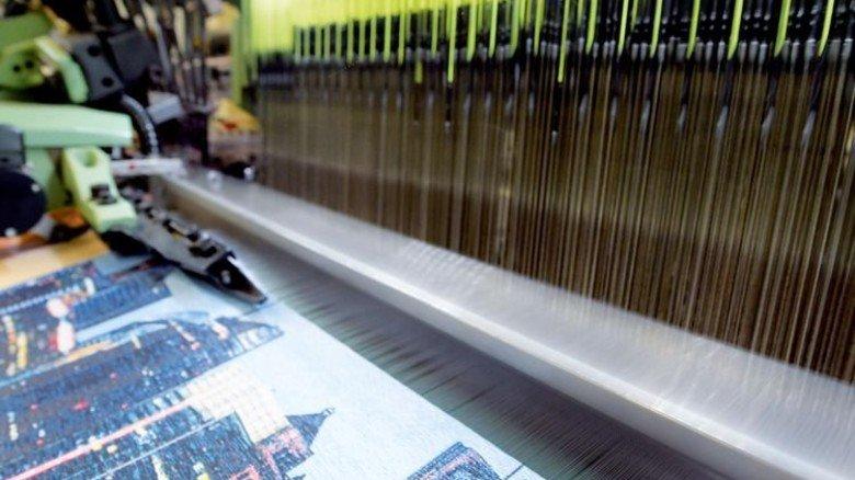 Feines Muster: Das webt die Maschine, … Foto: Puchner