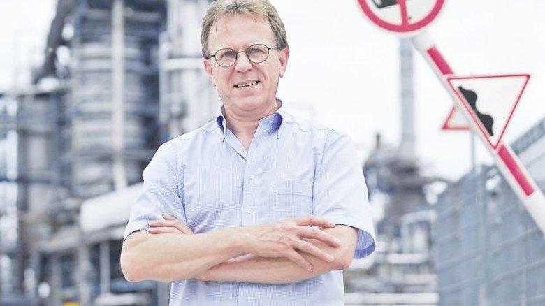 Im Werk: Peter Hauck arbeitet seit 35 Jahren in der Raffinerie in Karlsruhe. Foto: Sigwart