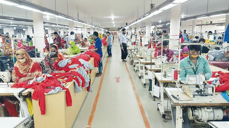 Näherei in Bangladesch: Viele deutsche Auftraggeber überprüfen die Arbeitsbedingungen bei ihren Zulieferern.