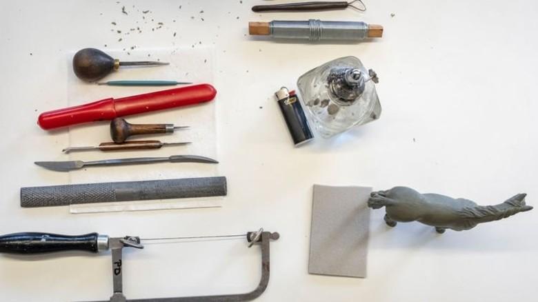 Fürs Grobe und Filigrane: Die Designer brauchen etliche Instrumente. Foto: Roth