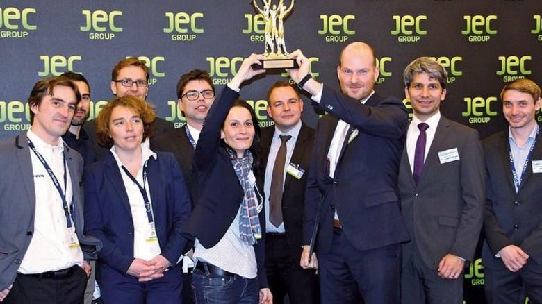 Partystimmung in Paris: Die PAG-Mitarbeiter nach der Verleihung des begehrten JEC Innovation Award. Foto: Werk
