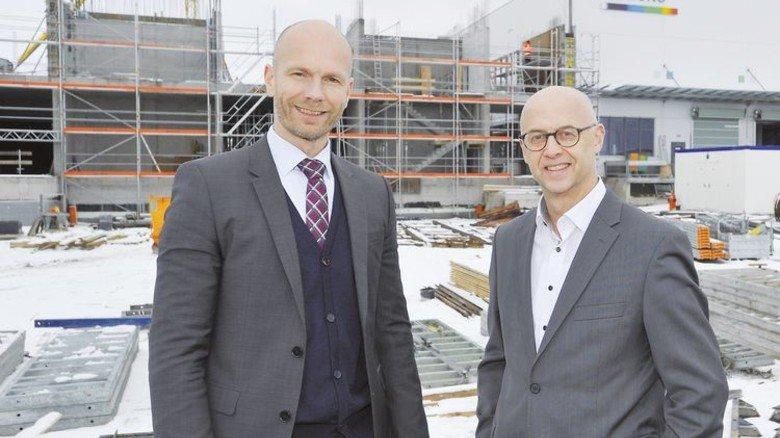 Gut aufgestellt: Rainer (links) und Hans-Peter Frei vor der Erweiterung in Döggingen, einem Stadtteil von Bräunlingen. Foto: Sigwart