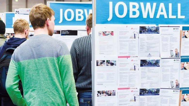 Mehr Stellen als Bewerber: Alltag in der bayerischen M+E-Industrie. Foto: dpa