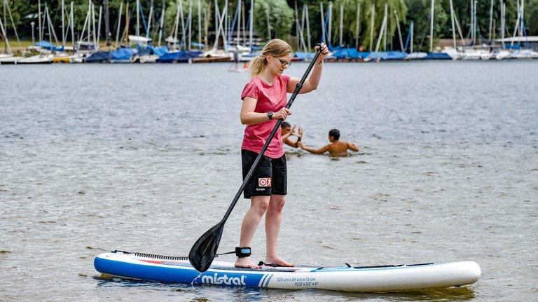 Board, Paddel, Leash und Gleichgewicht – mehr braucht es für eine Tour auf dem Wasser nicht.