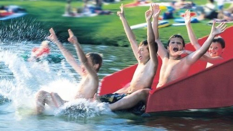 … und Rutsche begeistern die Jugend am Illmensee. Foto: Ferienregion Nördlicher Bodensee