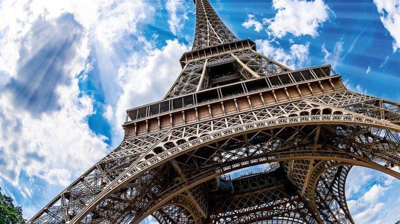 Markanter Bau: Das Wahrzeichen von Paris wird regelmäßig gestrichen. Foto: Fotolia