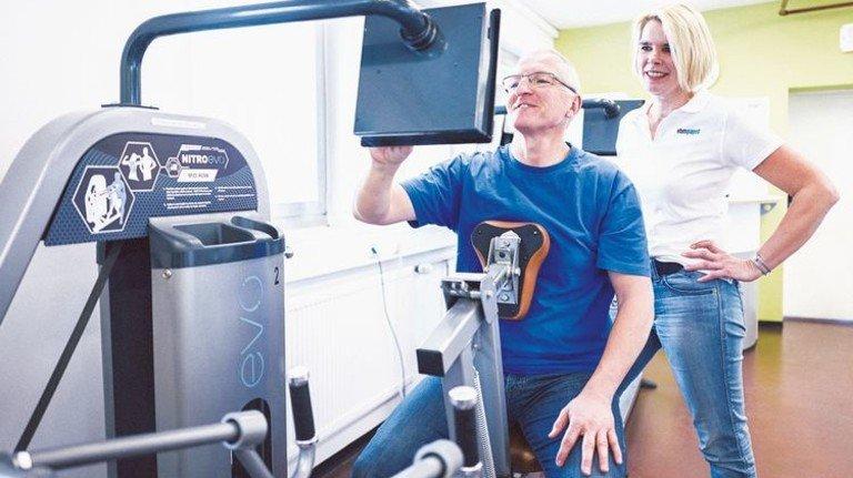 """ebm-papst: Im """"Kraftraum"""" des Ventilatorenherstellers trainieren Mitarbeiter an den Geräten. Foto: Werk"""
