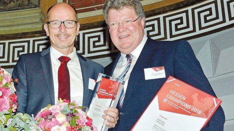 Sieger in der Kategorie Innovation: Jörg H. Kullmann Michael Möller von WIKUS in Spangenberg. Foto: Scheffler