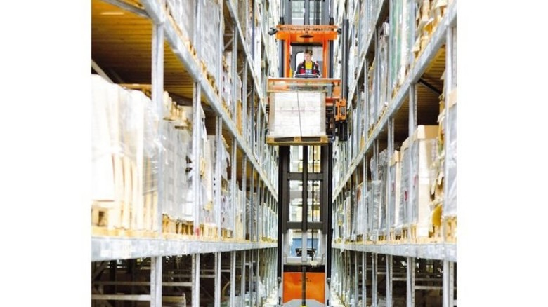 Haushohe Regale: Blick ins moderne Warenlager. Foto: Scheffler